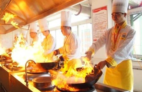 成都学厨师要多久才出师?学厨师创业要多长时间?