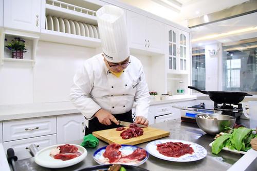 两个人参加成都厨师培训需要单独收费么?
