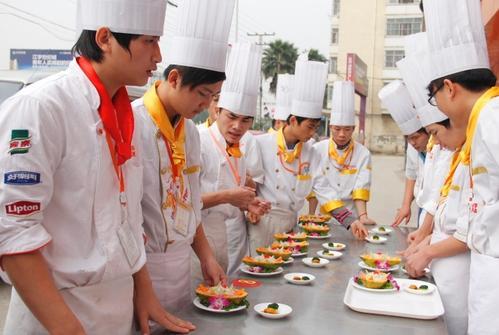 成都川菜汇学个厨师学费要多少钱?
