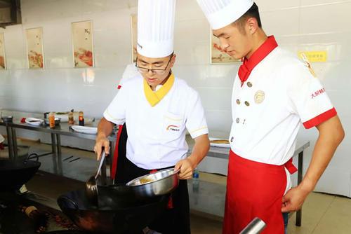 学厨师要多久才出师啊?时间太短能学会吗?