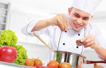 学厨师应该如何选择厨师培训学校呢