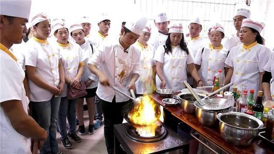 成都厨师学校哪里好?创业短期厨师培训哪里比较好?