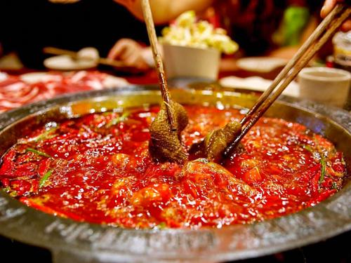 成都火锅是成都著名的地方特色美食之一