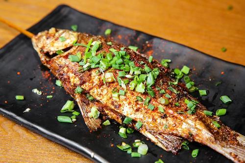 火盆烧烤中烤鲫鱼的做法有哪些?