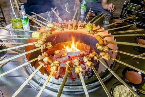 彝族火盆烤肉-来之四川大凉山的自助火盆烧烤!