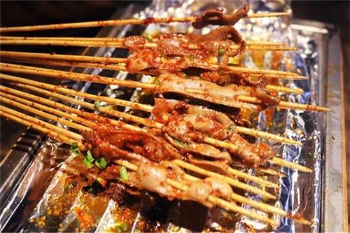 把把烧和其他烧烤的区别,把把烧和普通烧烤有什么不同?
