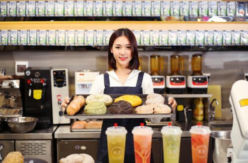 奶茶店几人可以经营,开奶茶店需要几个人?