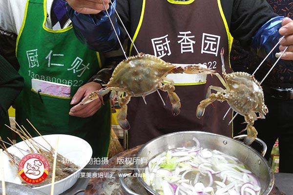 准备海鲜烧烤食材