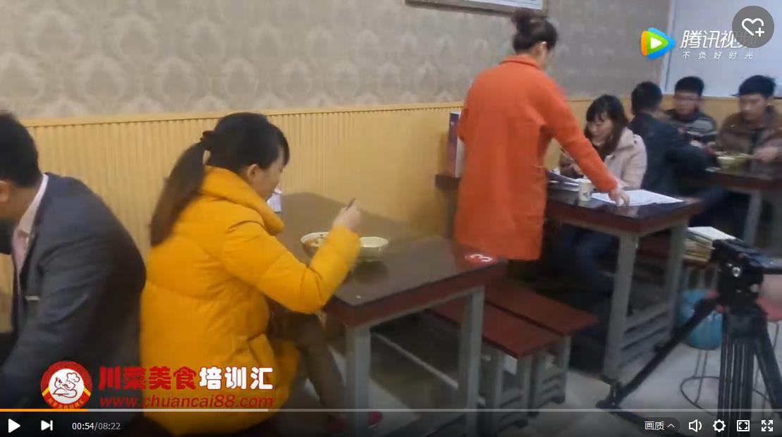 面食学员店面接受电视台采访
